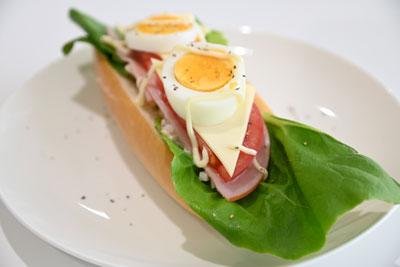 サラダ菜のオープンサンド